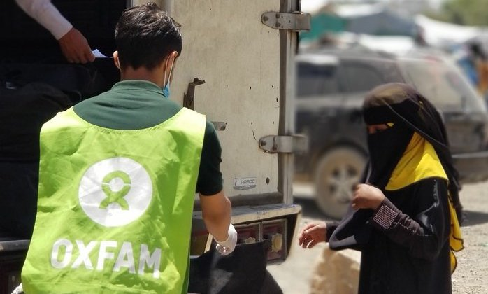An Oxfam Public Health Officer at a hygiene kit distribution in Taiz, Yemen
